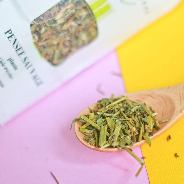 Hello ! Aujourd'hui, j'aimerais vous parler de mon intérêt grandissant pour les infusions de plantes ! Pour tout vous dire, à la base, je n'aime pas le thé, j'ai toujours dis que c'était de l'eau chaude sans intérêt ! Mais il y a 9 mois j'ai acheté mon premier paquet de thé chez Botanics pour «La beauté de la peau». Plus tard, j'ai fait une cure du complément alimentaire Fleurance Nature à la Bardane, Pensées Sauvage et Ortie Piquante que j'ai trouvé super efficace ! J'avais clairement…
