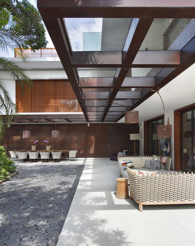 al fresco living & dining. Itiquira House - Rio de Janeiro, Brazil