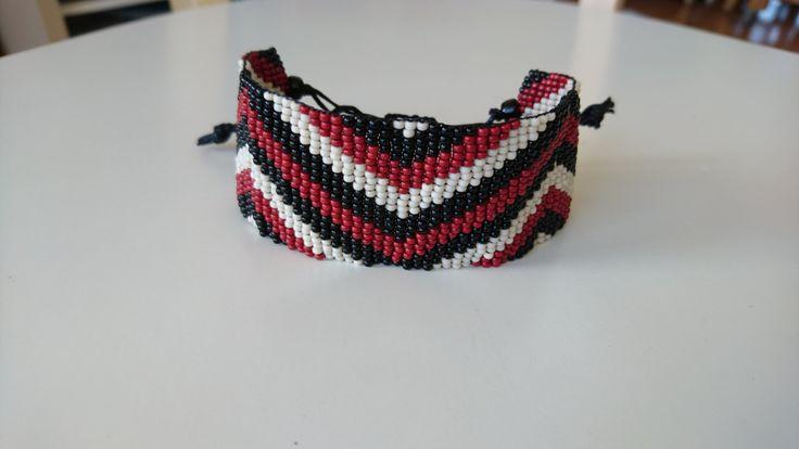 Handgeweven kralenarmbandje met waxkoord/Jujube zwart lichtbeige kralenarmband / Gypsy Boho bohemian native inspired hippie ibiza armband door Suusjabeads op Etsy