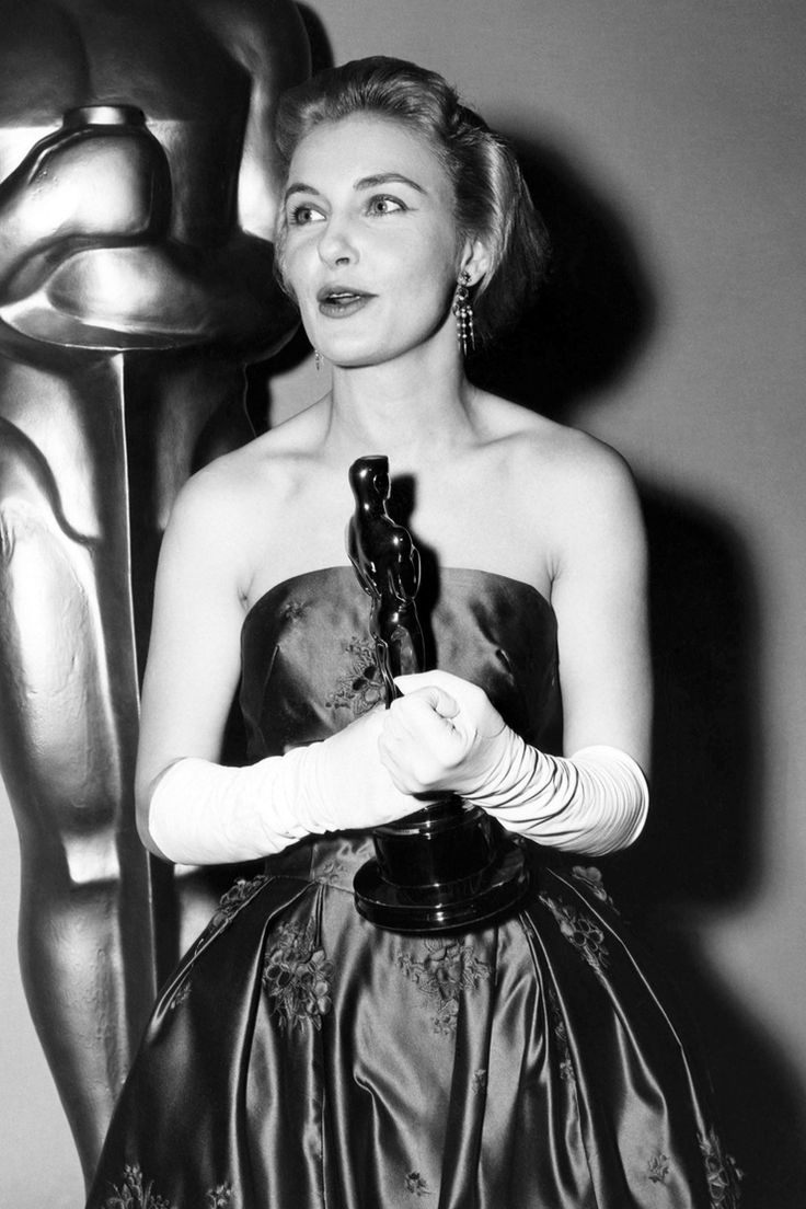 Joanne Woodward arrived at the 1958 Oscars in a homemade ...