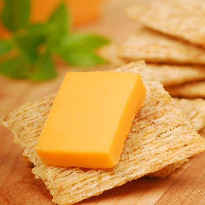 cheese and crackers--10 best snacks for Type 2 Diabetes