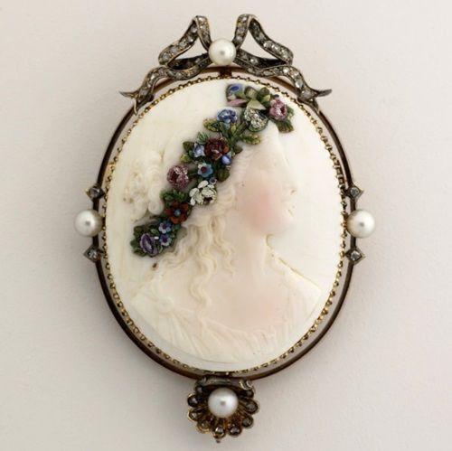 Unusual and beautiful 19th century cameo.