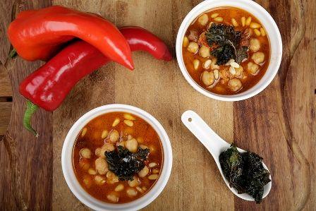 Ρεβύθια με κορινθιακή σταφίδα και ψητή λαχανίδα με κάρυ, συνταγές για χορτοφάγους χωρίς γλουτένη