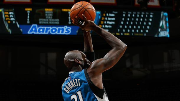 #NBA  ATLANTA, GA - NOVEMBER 09:  Kevin Garnett #21 of the Minnesota Timberwolves attempts a shot against the Atlanta Hawks at Philips Arena on November 9, 2015 in Atlanta, Georgia.  NOTE TO USER User expressly acknowledges and agrees that, by downloading and or using this photograph, user is consenting to the terms and conditions of the Getty Images License Agreement.  (Photo by Kevin C. Cox/Getty Images)