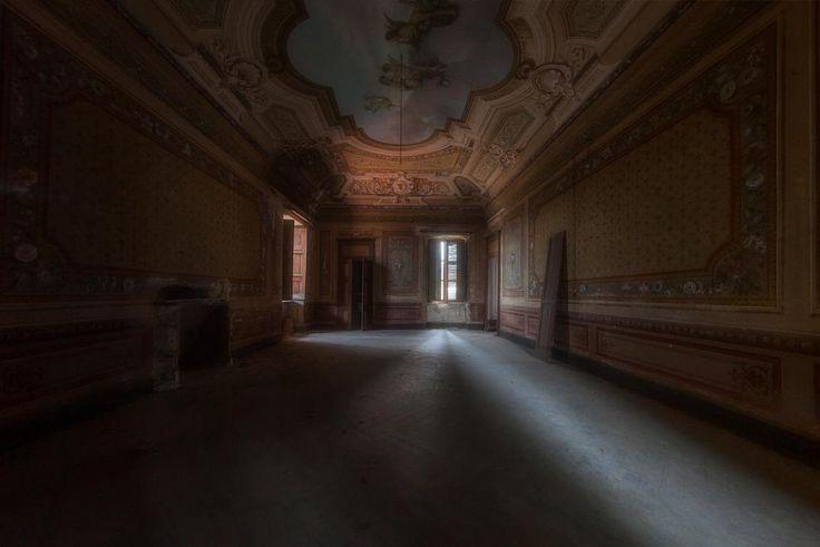 Dal lusso alle macerie: le ville abbandonate d'Italia Villa abbandonata nel Nord Italia