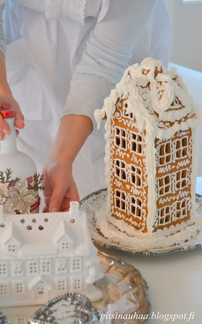I would love to make one.... Gingerbread townhouse