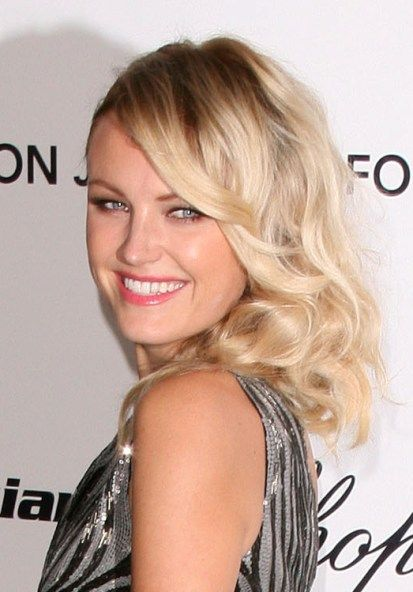 Malin Akermans glamorous, blonde hairstyle