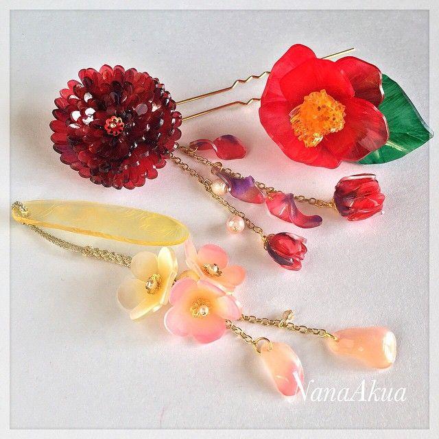 NanaAkua https://www.facebook.com/NanaAkua.Kobo 赤い華の簪、椿の帯留め、梅の花の帯飾り #shrinkplastic #camellia #plumblossoms #flower #shrinkydinks #handmade #shrinkydinks #プラバン #プラ板 #帯飾り #japan #着物 #kanzashi #kimono