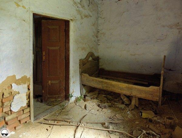 Abandoned house - Abandoned Places