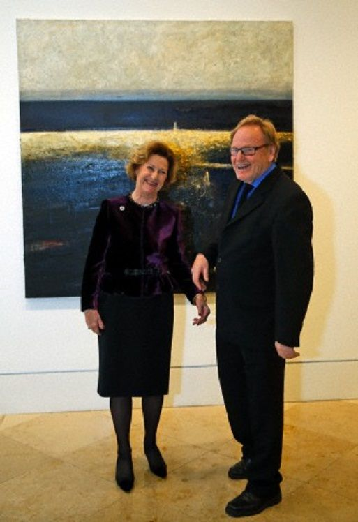 Norway's Queen Sonja, left, with Norwegian artist Ornulf Opdahl, right, during the opening of his an art exhibition at a gallery in London, 14.11.13
