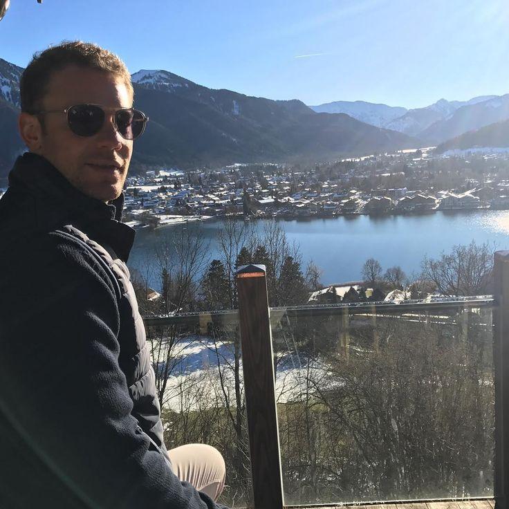 "218.8k Likes, 1,055 Comments - Manuel Neuer (@manuelneuer) on Instagram: ""Frohe Festtage Euch allen """