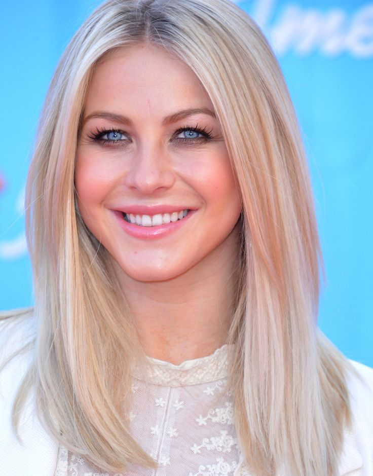 Julianne Hough at the 2012 finale of 'American Idol.'
