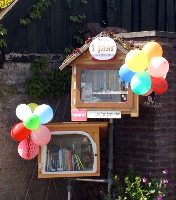13.05.15. HIEP HIEP HOERA, Est'hers Little Free Library bestaat alweer 1 jaar. En er is al veel gebeurd in die tijd. Iedereen die meehelpt aan de groei en bloei van deze minibieb, heel hartelijk bedankt. En natuurlijk gaan wij op deze voet door. En wie weet wat er allemaal nog meer gaat gebeuren.
