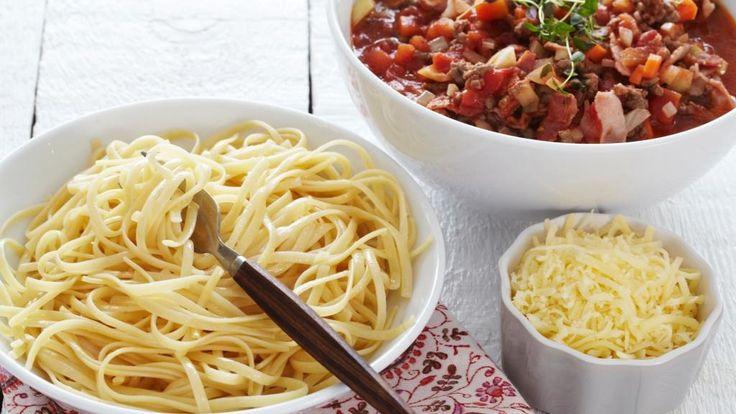 Oppskrift på Pasta og kjøttsaus med bacon