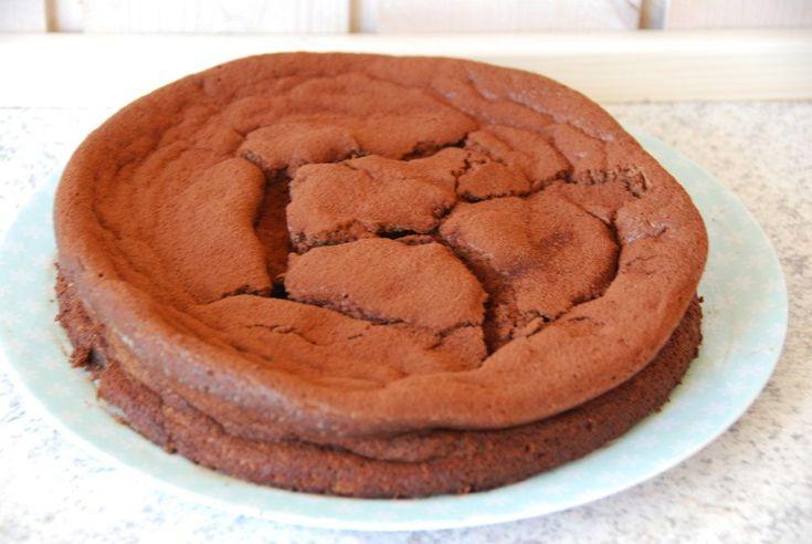 Gateau Marcel er kongen af chokoladekage! Her er opskriften på den perfekte Gateau Marcel, der faktisk ikke er svær at lave.