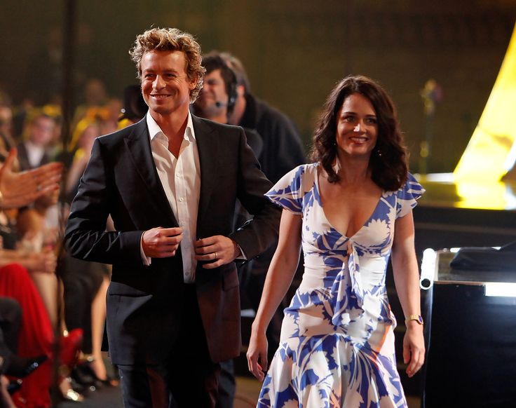 Simon Baker Photos Photos - *EXCLUSIVE*  Actor Simon Baker (L) and actress Robin Tunney onstage during the 35th Annual People's Choice Awards held at the Shrine Auditorium on January 7, 2009 in Los Angeles, California.  (Photo by Kevin Winter/Getty Images for PCA) * Local Caption * Simon Baker;Robin Tunney - 35th Annual People's Choice Awards - Show
