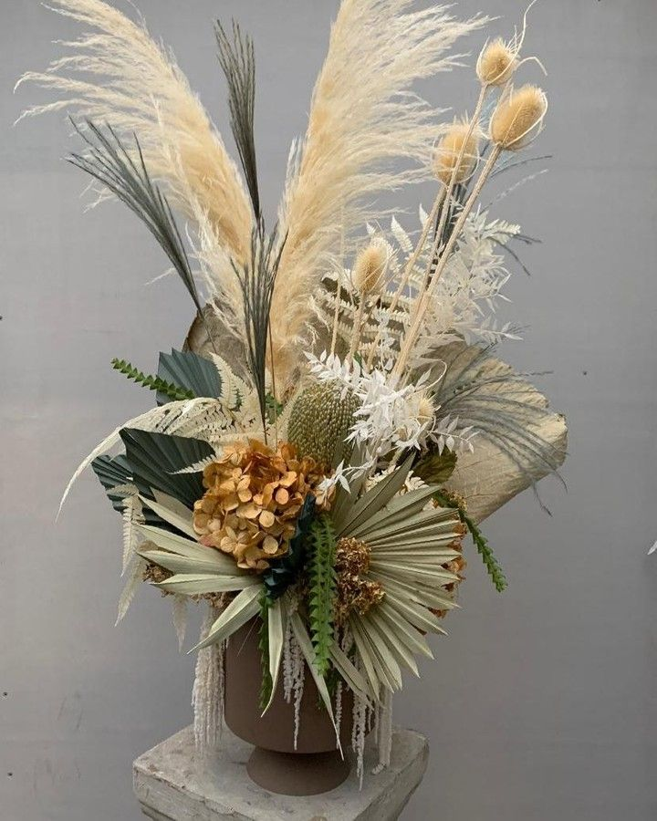 Pin By Toh Jean On Wb Flowers For The Home In 2020 Dried Flowers Flower Arrangements Flower Bar