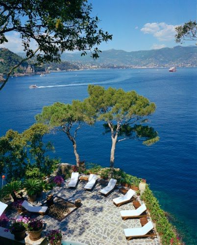 Dolce Casa, Amalfi: Spaces, Beach House, Mediterranean Magic, Lounge Chairs, Coastal Style, Places, Dolce Casa, Backyard