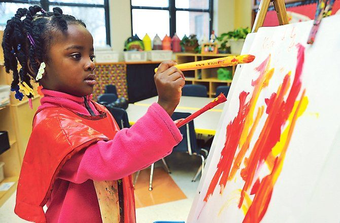 Children painting on easel preschool class use paint for Kids painting class