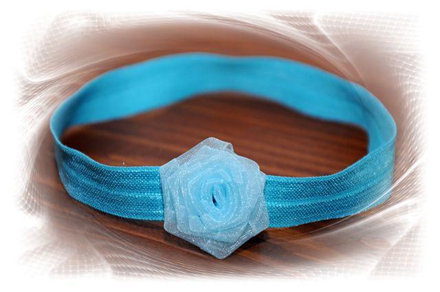 čelenka - modrá růžička - průměr květu 3cm - čelenka je z pružného materiálu, krásně přilne k hlavičce a netlačí - šiji podle obvodu hlavičky, ale pokud nevíte a chcete čelenkou  překvapit jako skvělým dárkem, stačí zadat pouze věk dítěte