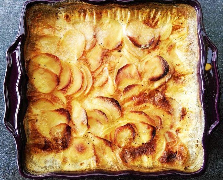 """Je vous vois venir... """"oui, c'est bon, je sais bien faire un gratin de pommes de terre..."""" Tatata !! Moi aussi je croyais... jusqu'à ce que je participe à un cours de cuisine chez le Chef Pourcher, au domaine de la Siarre ! La révélation !!! THE gratin..."""