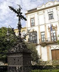 Antigua Cruz de la Cerrajería, hoy en la Plaza de Santa Cruz en Sevilla