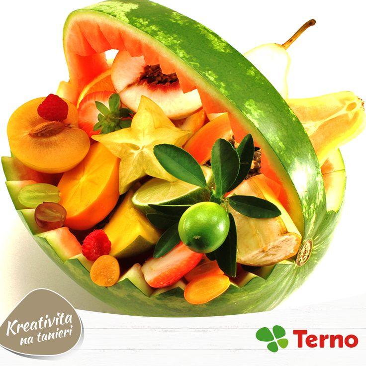 Skúšali ste už naservírovať ovocie trošku inak, ako v obyčajnej miske? Čo tak misa z melóna? Máte iné obľúbené letné vychytávky?