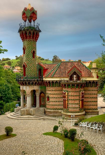 Place: El Capricho (Gaudí), Comillas / Cantabria, Spain. Photo by: Santiago Mc (flickr.com)