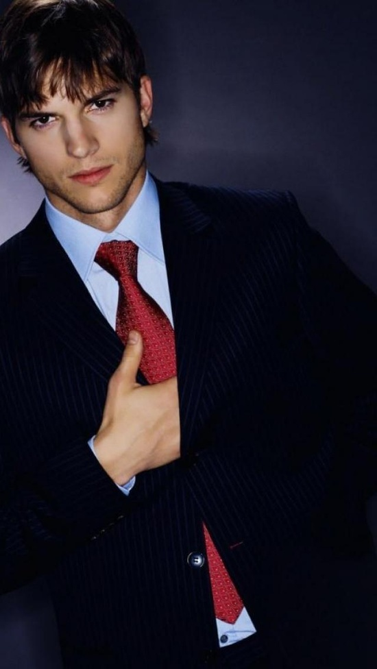 Ashton Kutcher. Ashton won the award for Favorite Online Sensation at the People's Choice Awards 2010