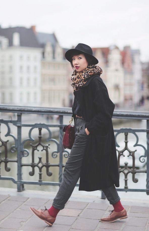 Chapeau / hat Urban Outfitters Foulard/ scarf H&M Manteau / coat ASOS (déjà vu ici) Pull / sweater Sparkle & Fade (déjà vu ici) Ceinture léopard / leo belt ASOS Sac / bag Alexa Mulberry (déjà vu ici) Pantalon / pants American Apparel (déjà vu ici) Chaussettes / socks Wolford Rouge à lèvres / lipstick Rouge Coco « Rivoli » Chanel Derbies / brogues ASOS