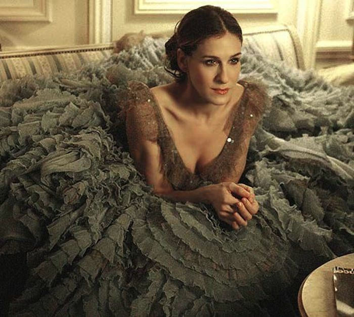 A Run Down of Carrie Bradshaw's Most Lust-Worthy Paris Outfits