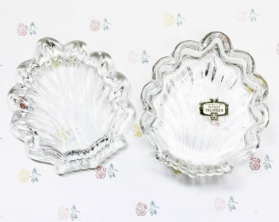 A beautiful candy dish made of genuine 24% lead crystal in the shape of a shell. Original label on the inside of the dish base reads Kristal Zajecar, Yugoslavia Measures Approx: 10cm x 8.5cm x 3cm Condition: Excellent! No chips or cracks were found.  ***** Browse our collection of