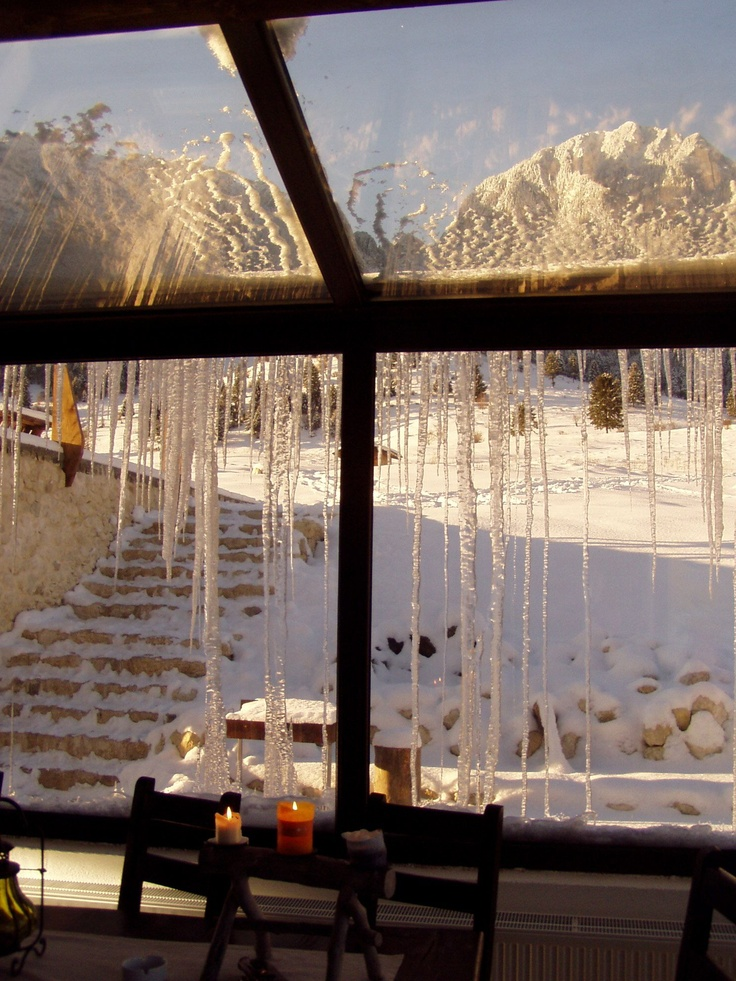 Snowing to Piatra Craiului Taverna