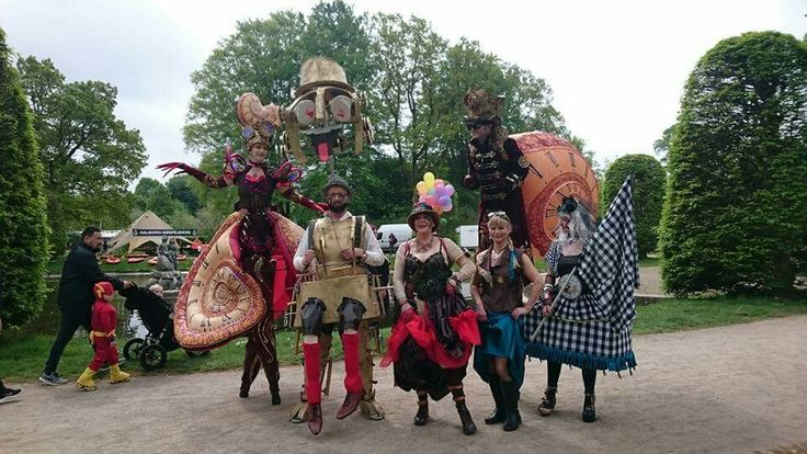 at Aalborg Karneval. KarnevalsKoloritterne and Oakleaf. steampunk, carnival costumes, puppet