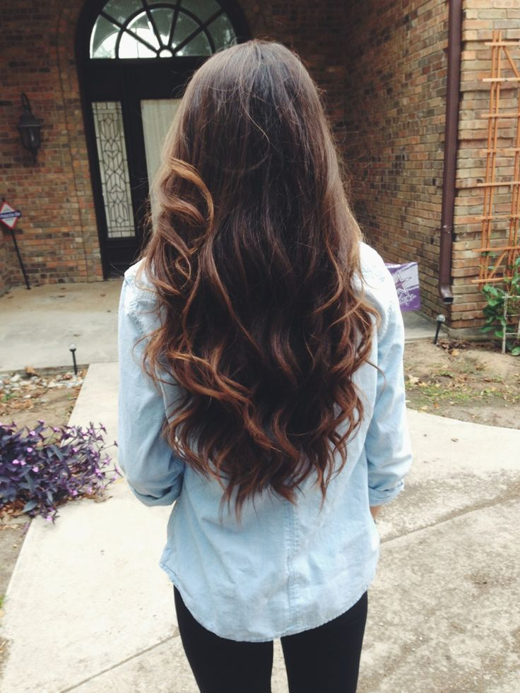 Long, wavy, dark hair http://ralucica.blogspot.com/2014/02/impletitura-cu-5-suvite.html
