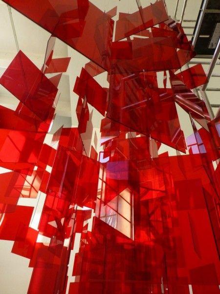 Un rouge vif, dense, voire signalétique, fait vibrer les collections. En total look audacieux ou …