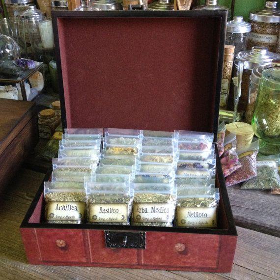 scatola con 28 bustine di erbe  incantesimi pot di SorgieSplendi