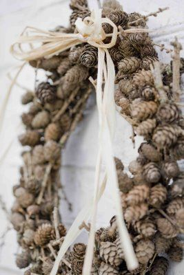 Blomsterverkstad  pinecones for a wreath