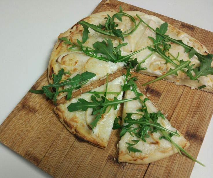 Goat cheese and pear pizza