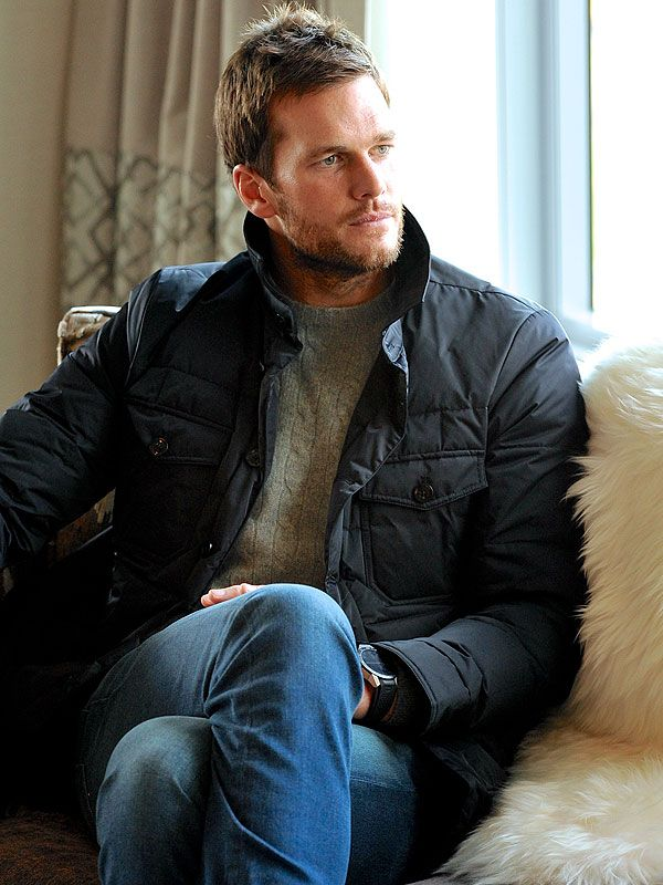 Tom Brady's Teammates Don't Razz Him About His Giant Ugg Billboards: 'They Wear the Slippers on the Field!' http://stylenews.peoplestylewatch.com/2015/12/14/tom-brady-ugg-boots-holiday-traditions-with-kids-and-gisele/
