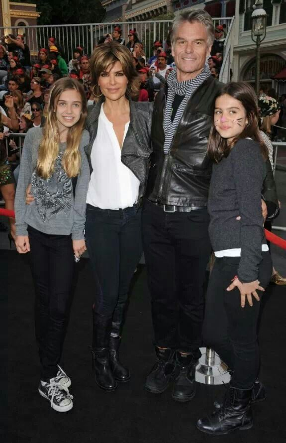 Harry Hamlin ans Lisa Rinna with their daughters
