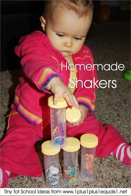 Tiny Tot School Ideas ~ 9-12 months // HOMEMADE SHAKERS #totschool #babyplay