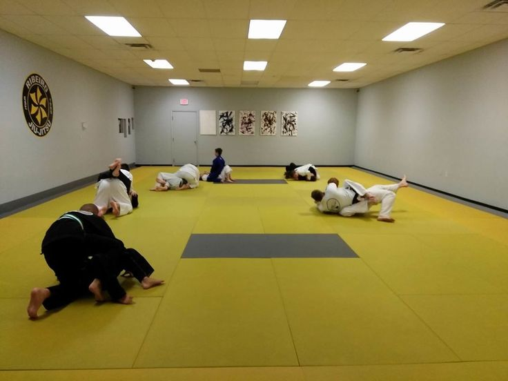 Adv. Jiu Jitsu class did a great job rolling today after the holiday!  #ursaacademy #ursakids #ribeirojiujitsu #ribeiro #kidsbjj #kidsmartialarts #annarbor #brazilianjiujitsu #jiujitsu #gi #grappling #bjj #fitkid #fitlife #umich #goblue #uofm #michigan #shoplocal #workout #puremichigan #emu #ypsi #ypsilanti #supportlocal #ursakidsbullybreakthrough #ursakidsjiujitsu #selfdefense http://misstagram.com/ipost/1552590354112610536/?code=BWL6LN6lIDo