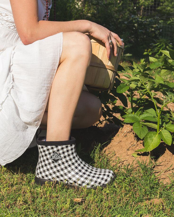 Boots fit for the garden. Love a solid pair of womens rubber work boots.