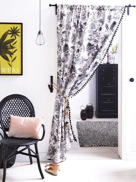 Ein offener Durchbruch sieht immer großzügig aus, aber ab und zu braucht man einen Raum für sich. Mithilfe eines Vorhangs lässt sich schnell ein geschlossenes Zimmer selber machen.