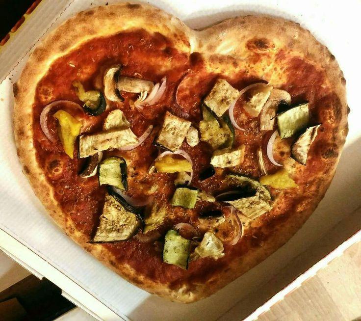 Le pizze per San Valentino a forma di cuore