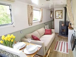 Waterways World I'd like to paint the inside of our narrowboat like this, it looks more homey.