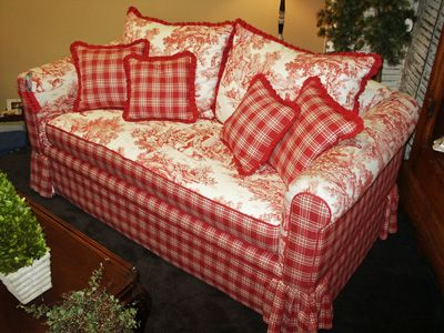 Gorgeous, I love the strawberry Red Colour & the off white-Reminds me of Strawberries & Cream. Love the mix of the two contrasting designs of fabric.