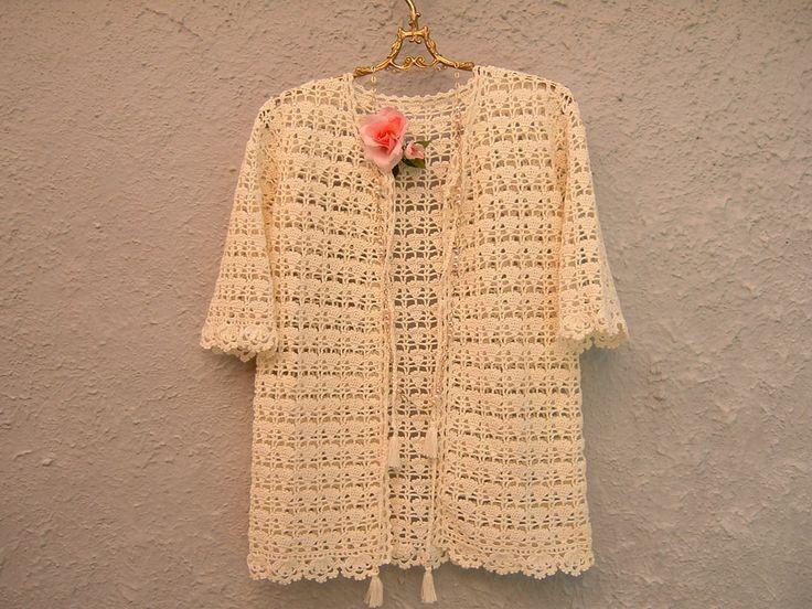 Copricostume di pizzo all'uncinetto-Cardigan di cotone avorio con nappine-Copricostume crochet moda boho-Cardigan moda donna estate
