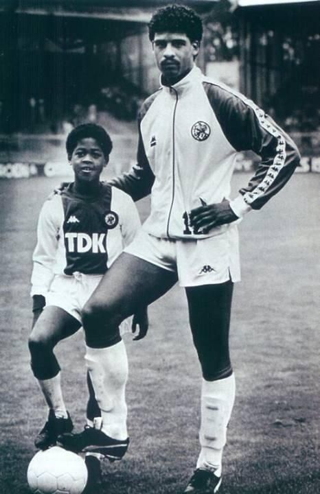 Little Patrick Kluivert with Frank Rijkaard.
